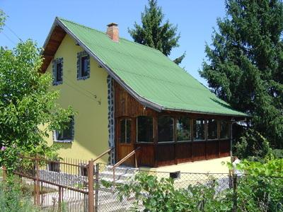 Великолепна двуетажна къща