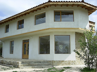 Красивый двухэтажный дом