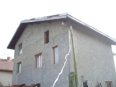 Просторна двуетажна къща